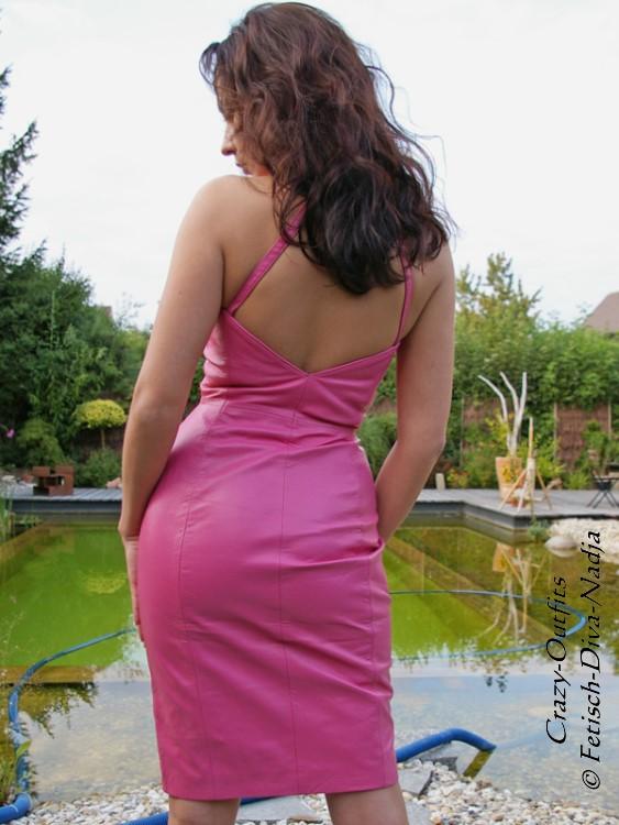 673a83082ba4 Lederkleid Leder Kleid Pink Neckholder Knielang Maßanfertigung   eBay